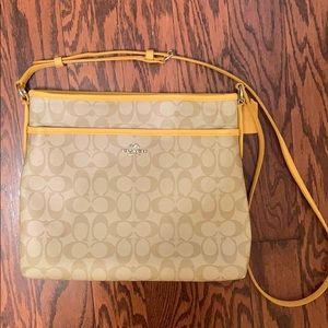 COACH Purse, barely used!